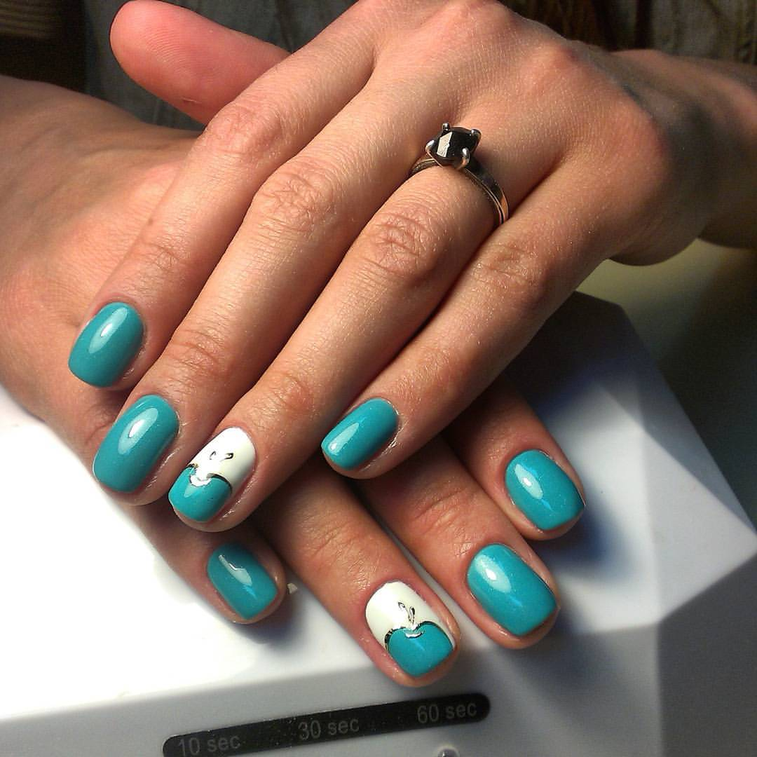 Сладкие яблочки на ногтях