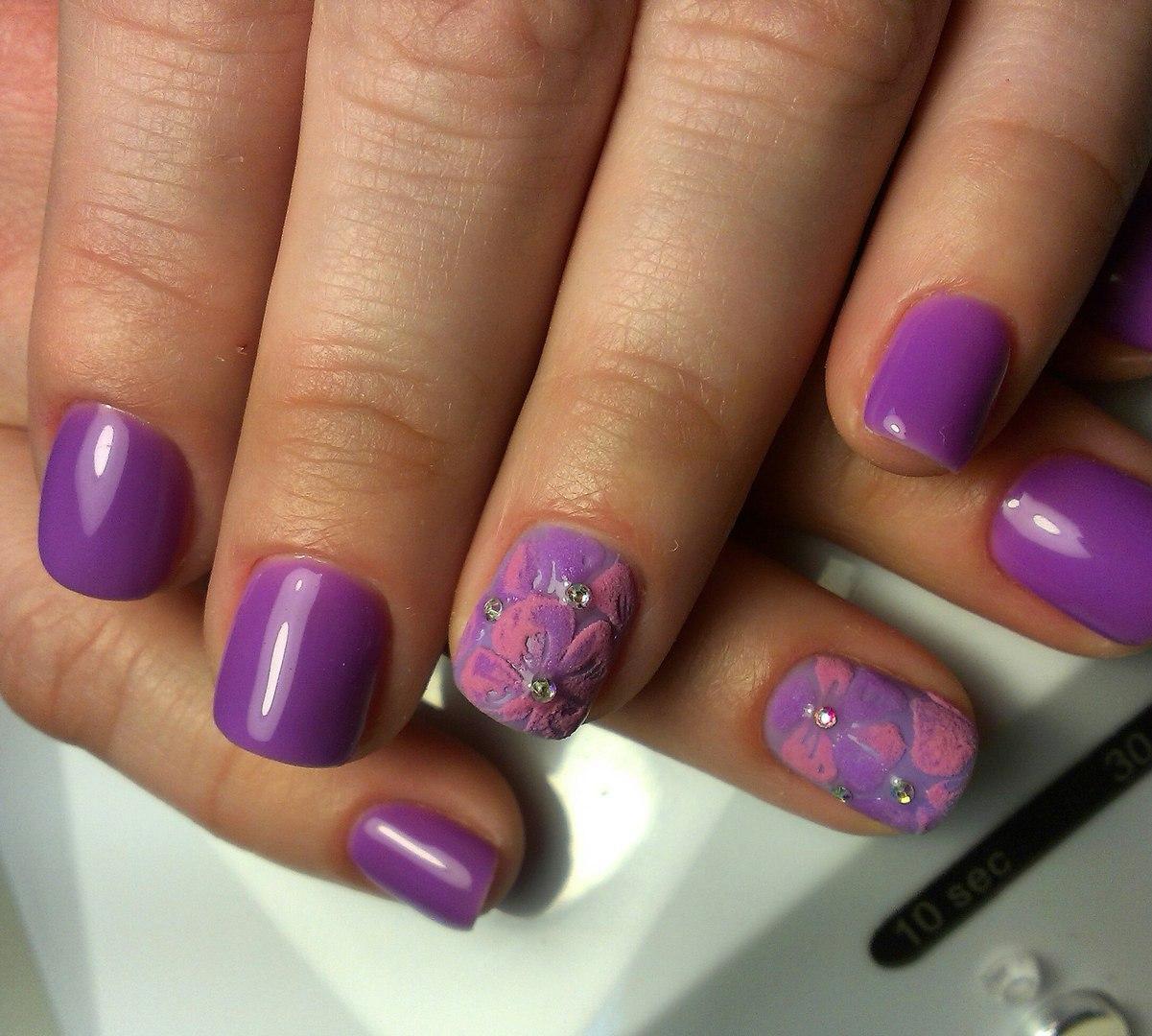 Бархатные цвета на фиолетовом гель-лаке