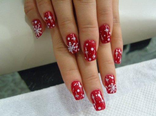 Роскошный красный маникюр со снежинками