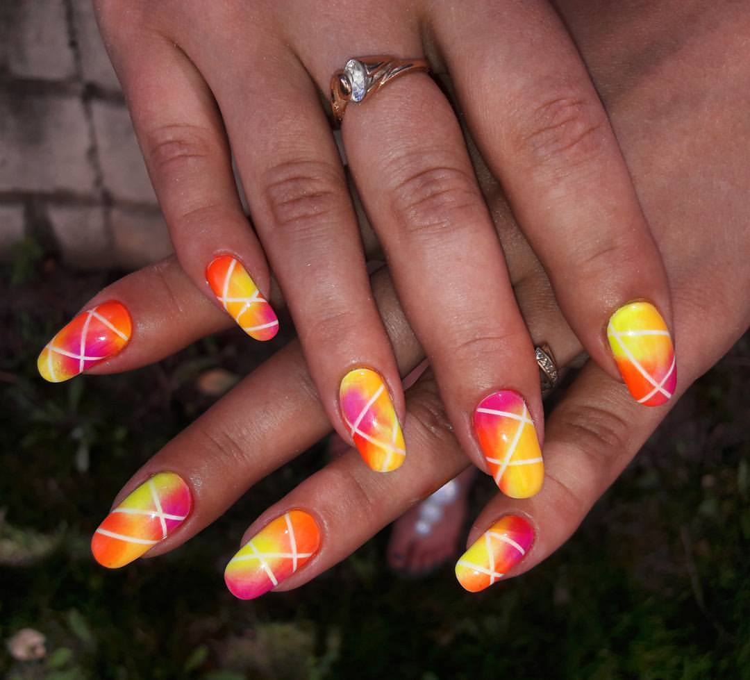 Длинные разноцветные ногти
