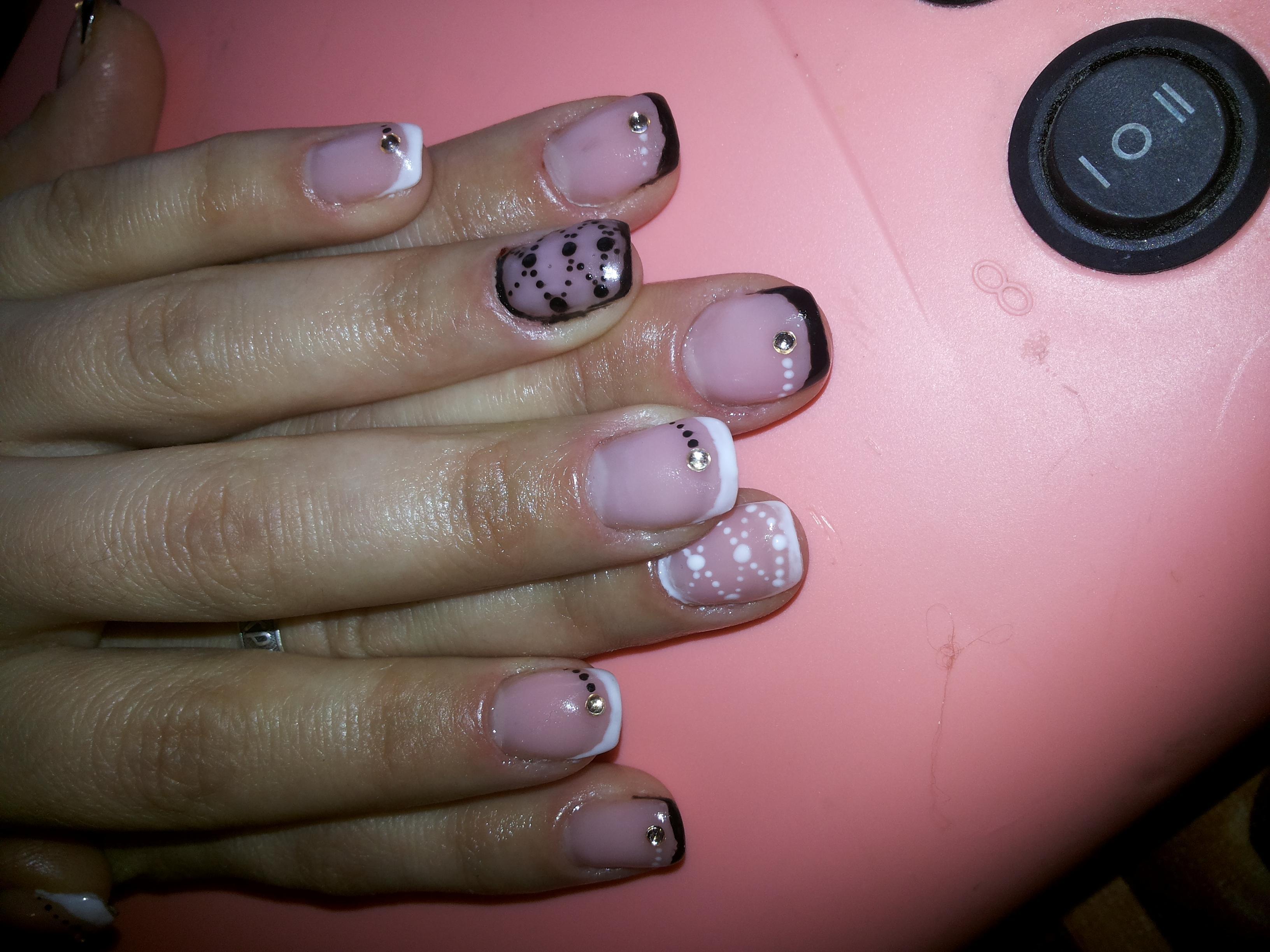 Роспись и френч на короткие ногти «проба пера»
