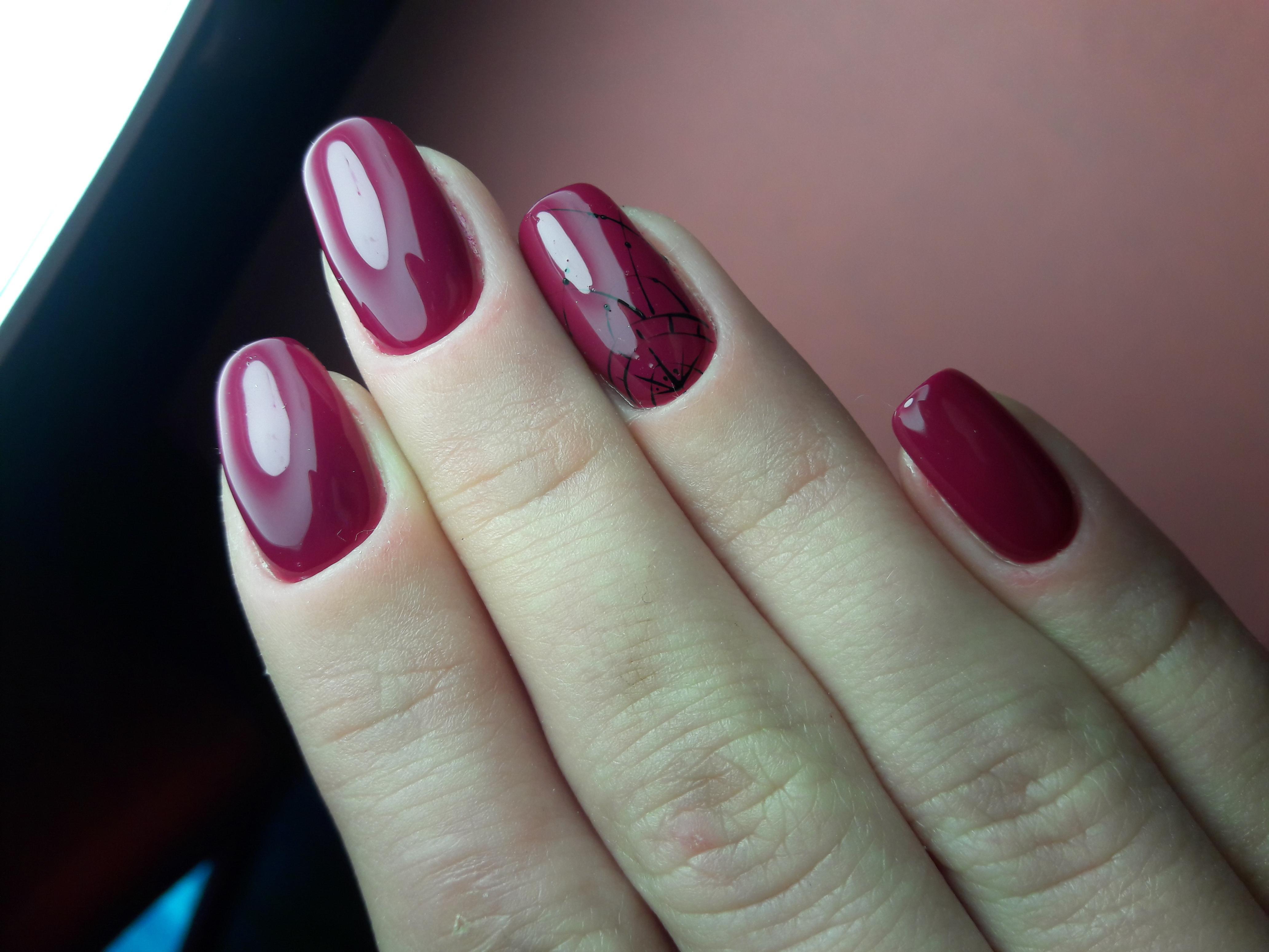 Строгий вишневый маникюр на длинные ногти