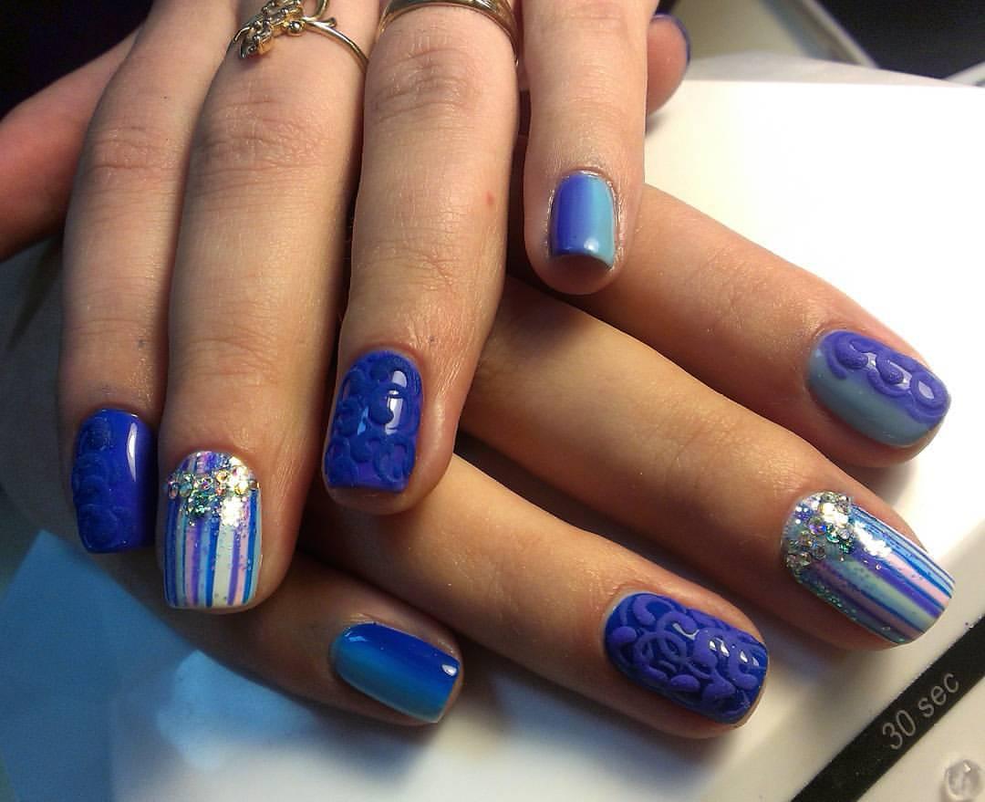 Бархатные узоры синего цвета