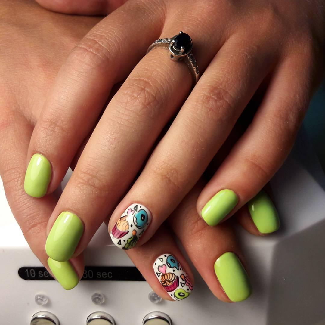 Сладкие пироженки на ногтях