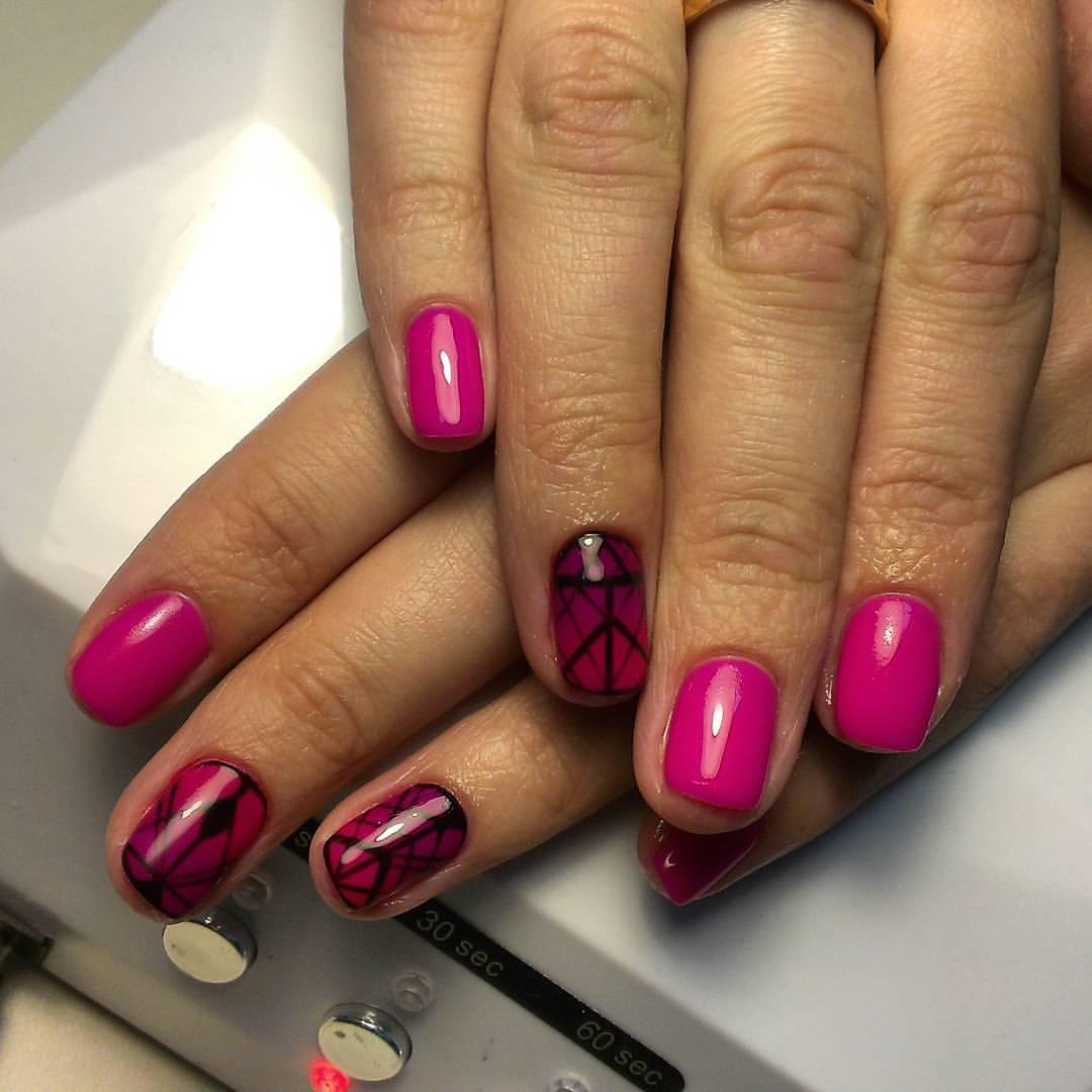 Ярко-розовый гель-лак с рисунком