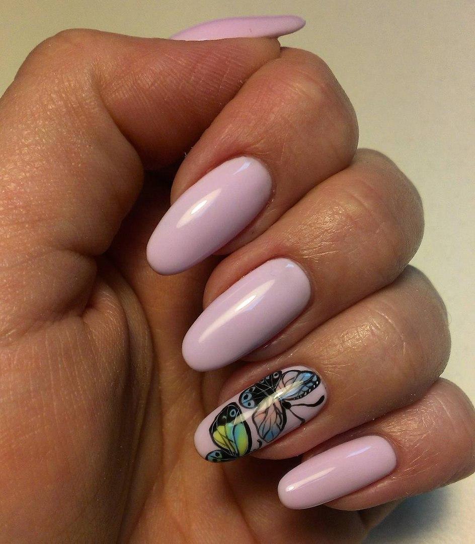 Восхитительные бабочки на длинных ногтях