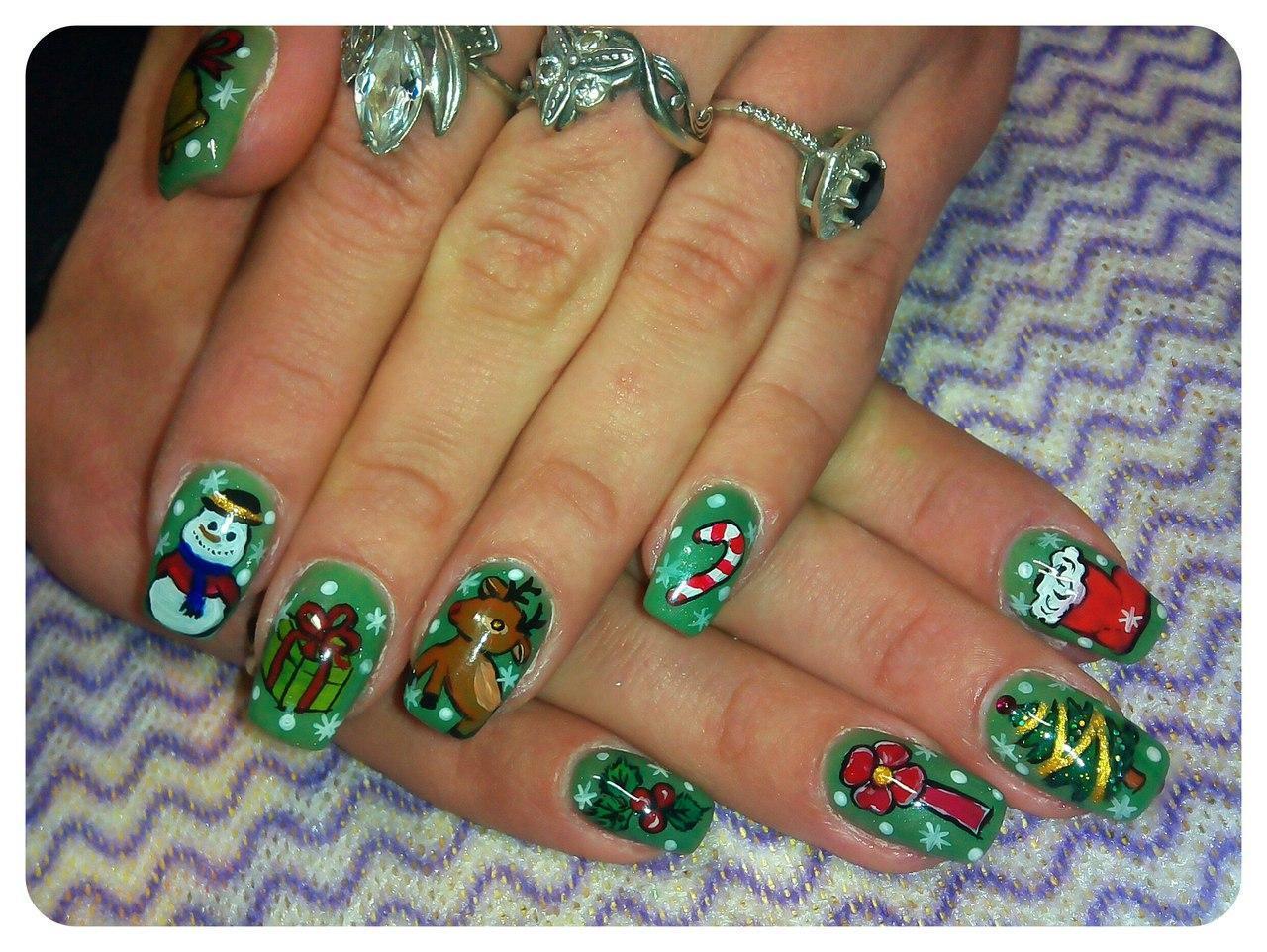 Веселые новогодние рисунки на ногтях