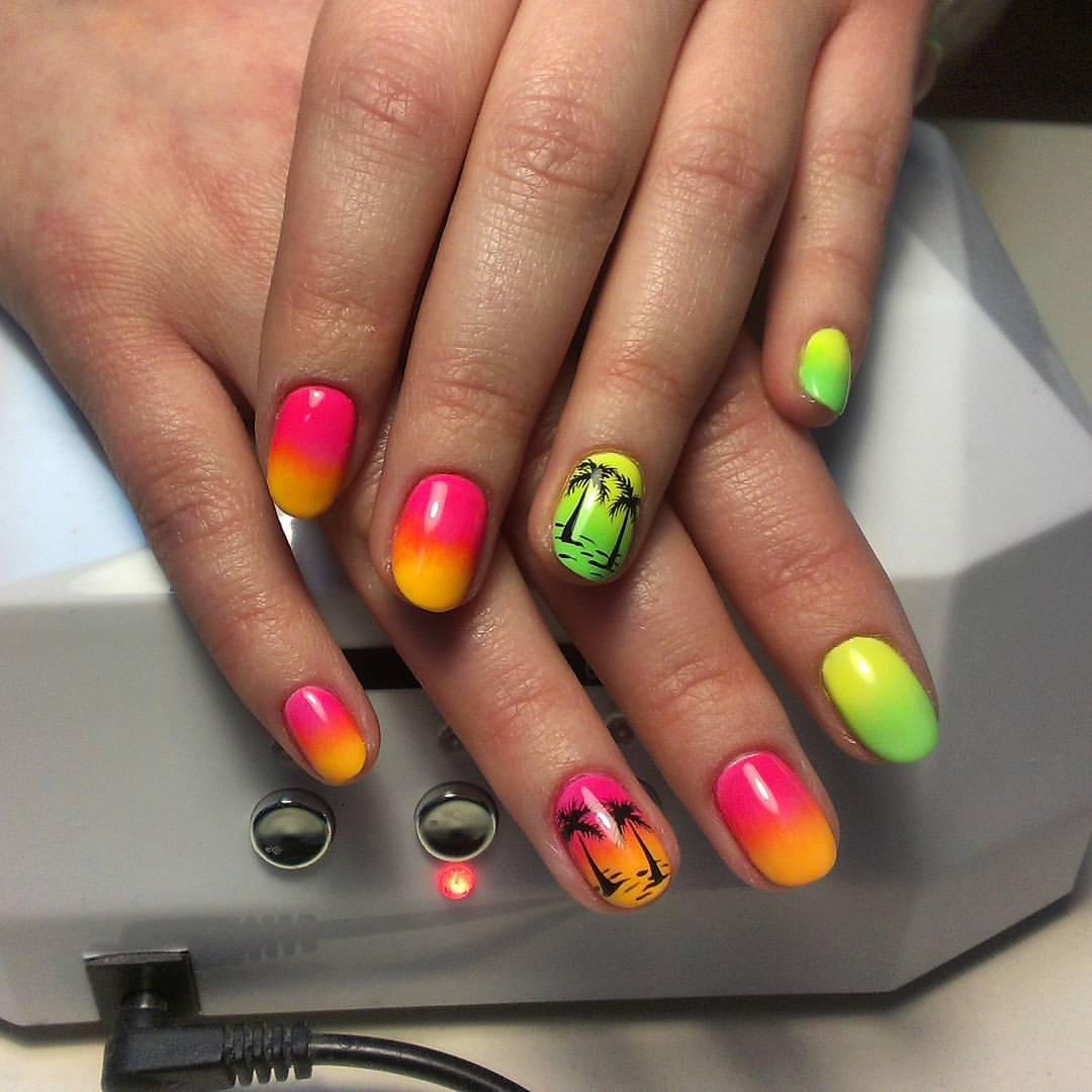 Солнечное Маями на ярких ногтях
