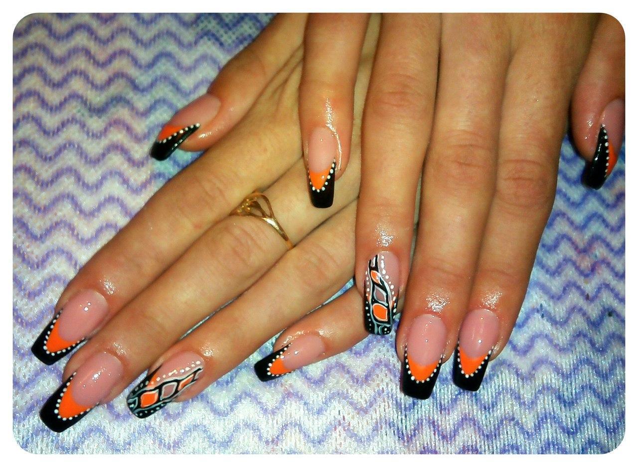 Длинные ногти с чёрным френчем