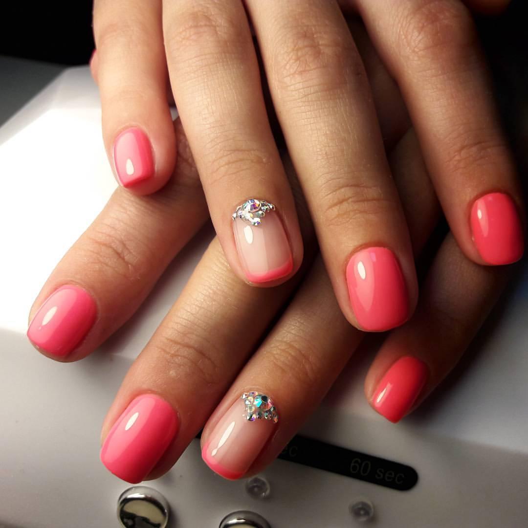 Чудесные коралловые ногти с френчем