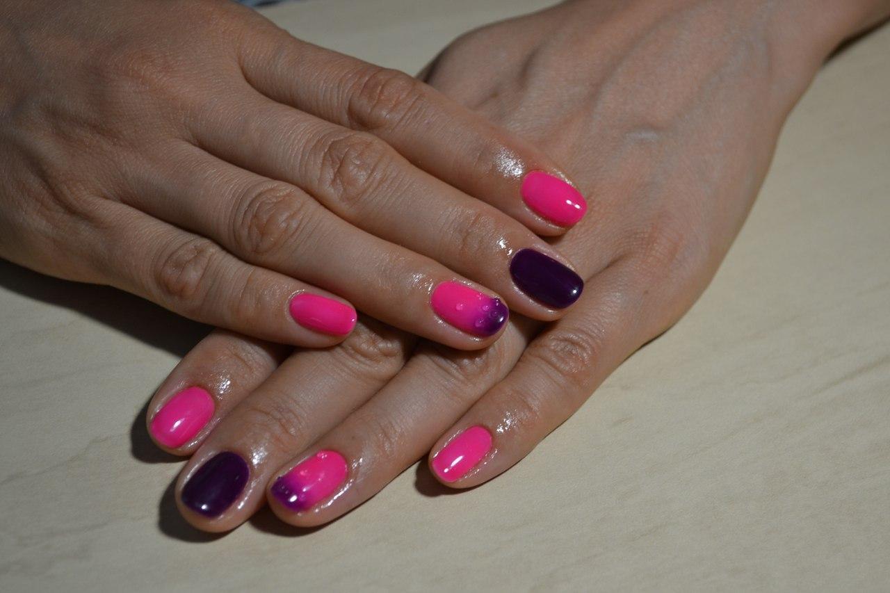 Розово-фиолетовое омбре с капельками