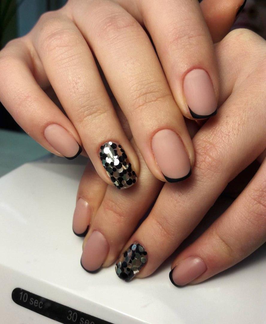 Фото черных ногтей с френчем
