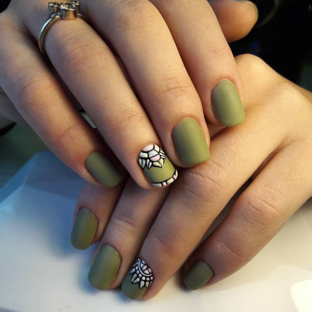 Матовые ногти цвета хаки