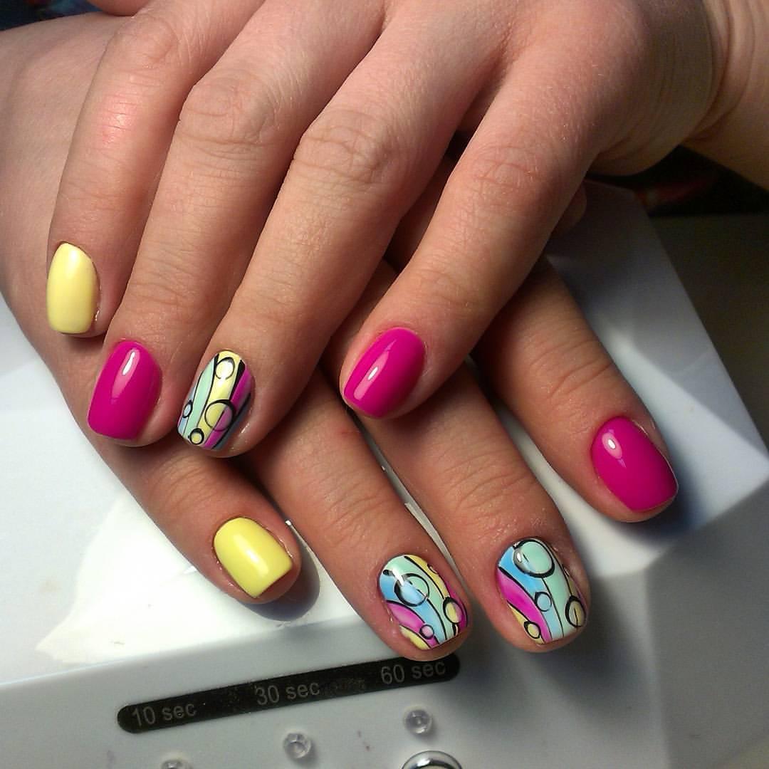 Радужные разноцветные ногти