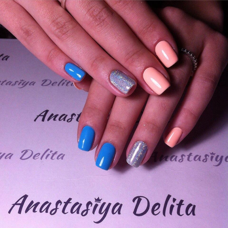 Разноцветный маникюр с серебренными блестками