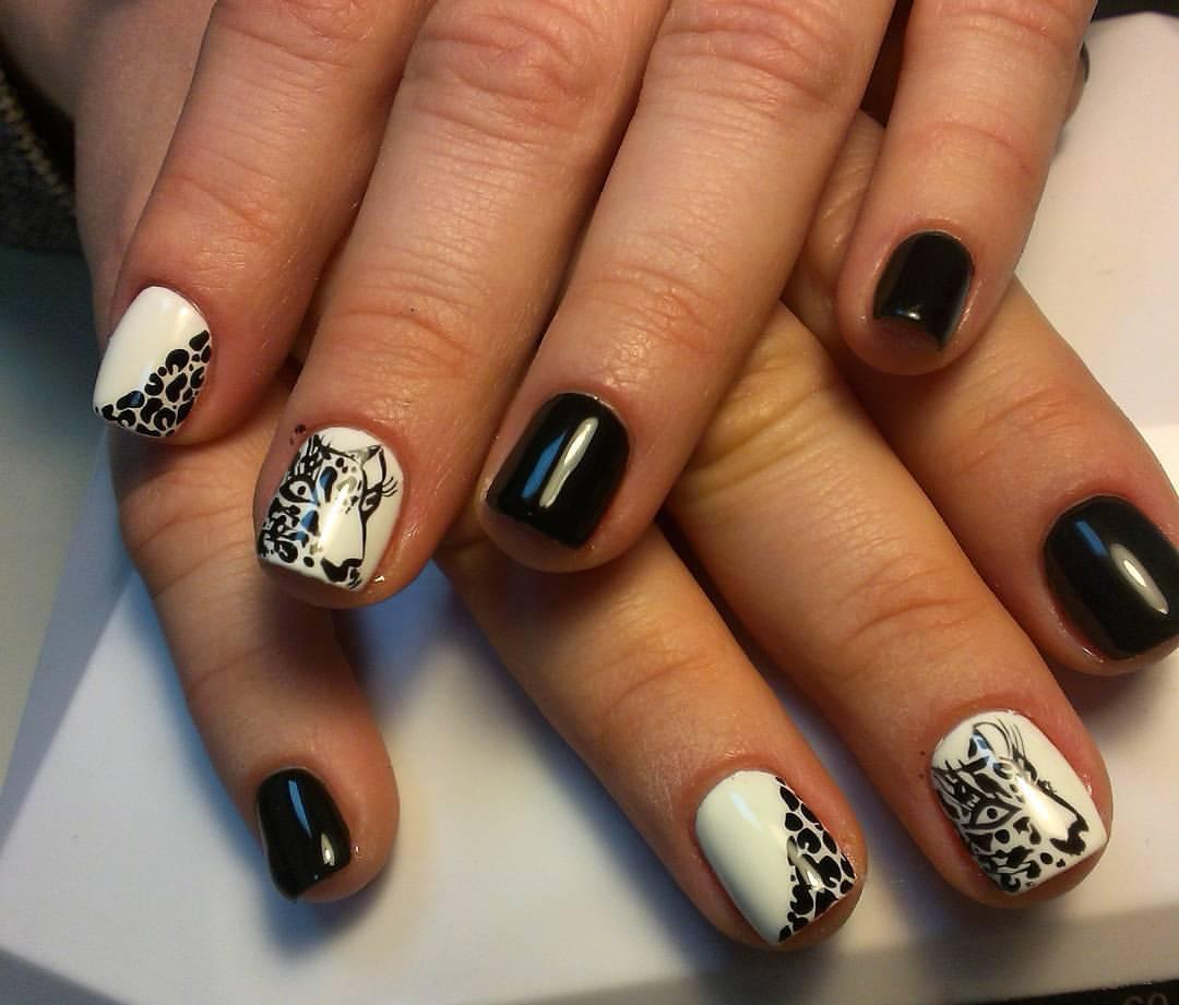 Чёрно-белый леопард на ногтях