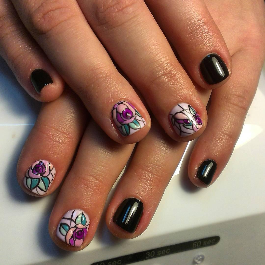 Роспись на коротких ногтях