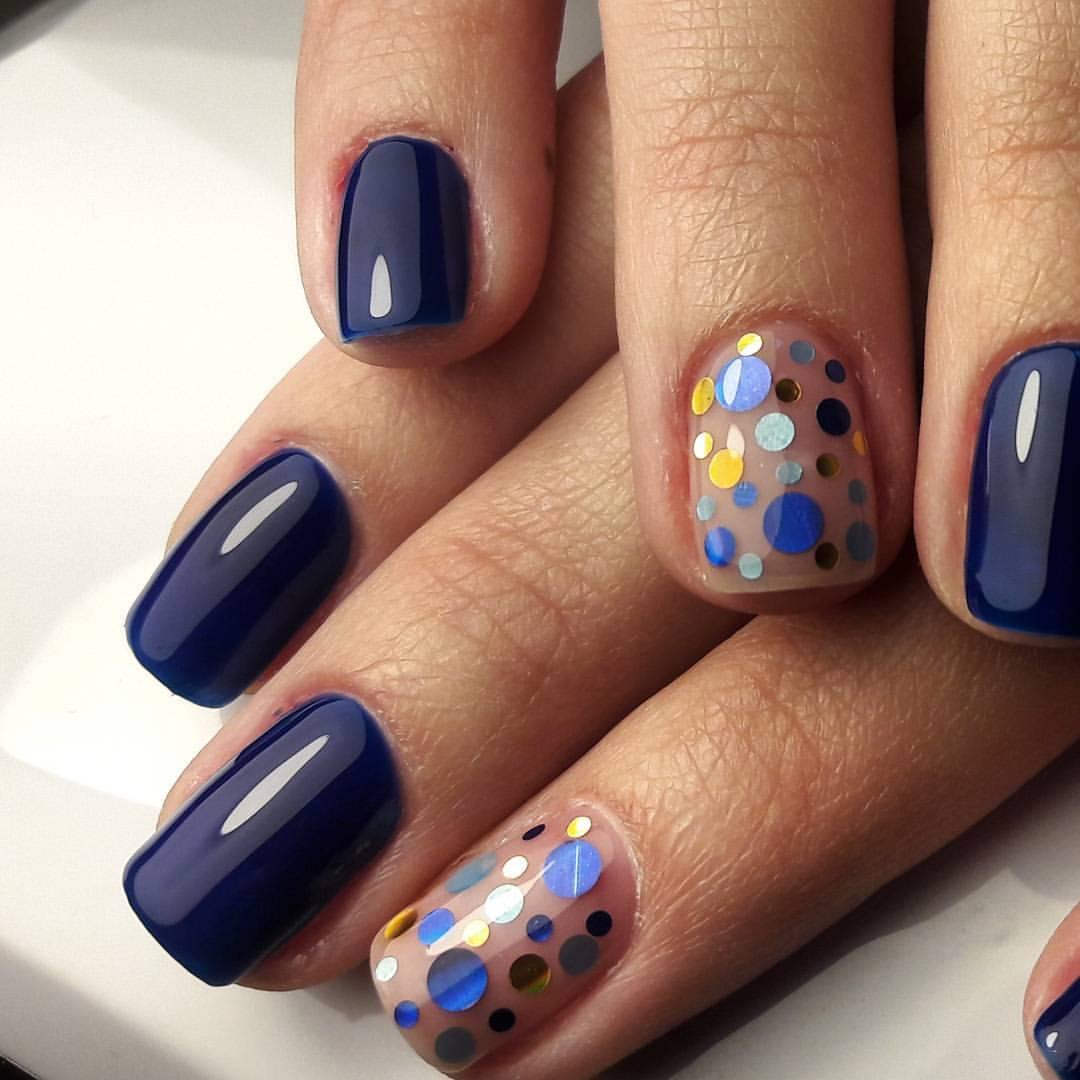 Веселые разноцветные кружочки на ногтях