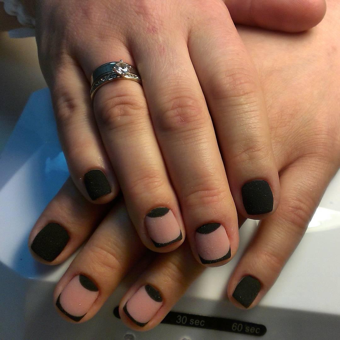 Бархатные ногти с френчем