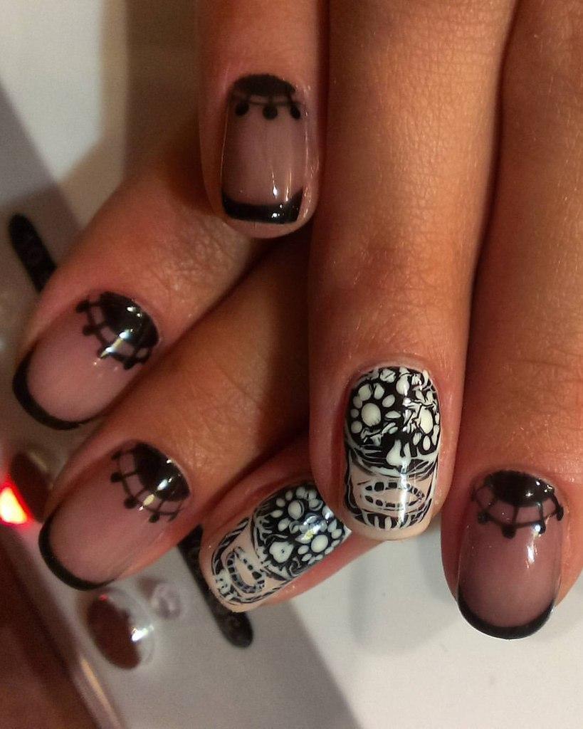 Чёрно-белые ногти с френчем