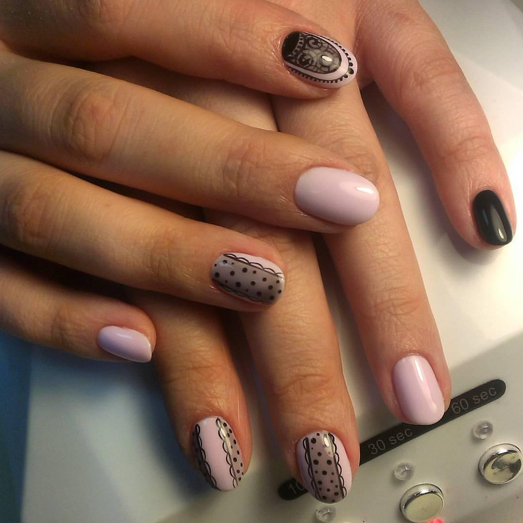 Нежное кружево на ногтях