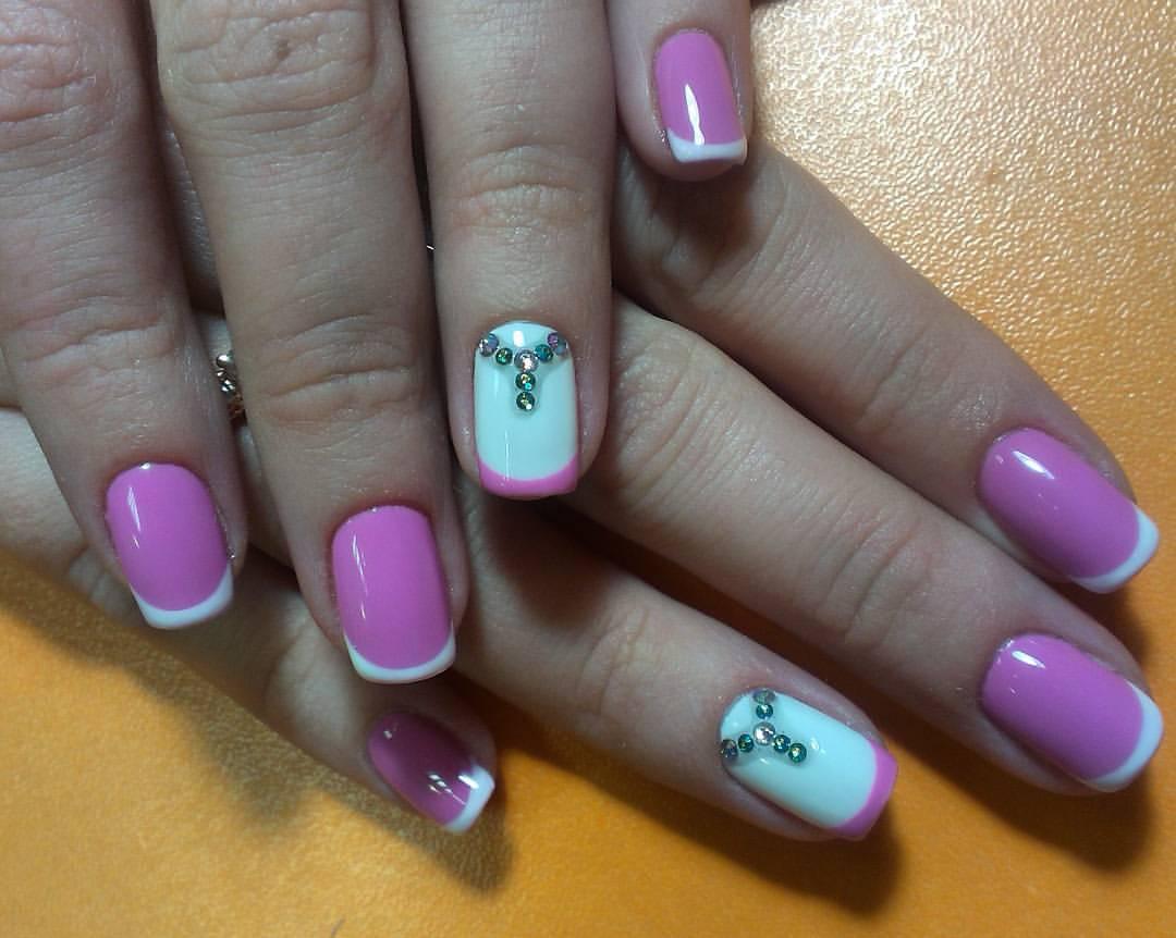 Френч розового цвета с камнями