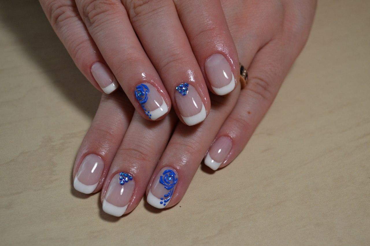 Белый френч с синей розой