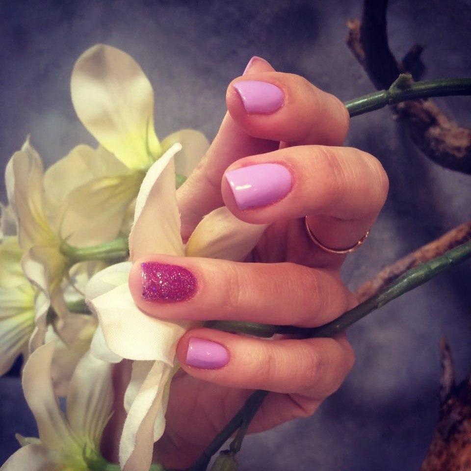 Маникюр цвета нежной орхидеи