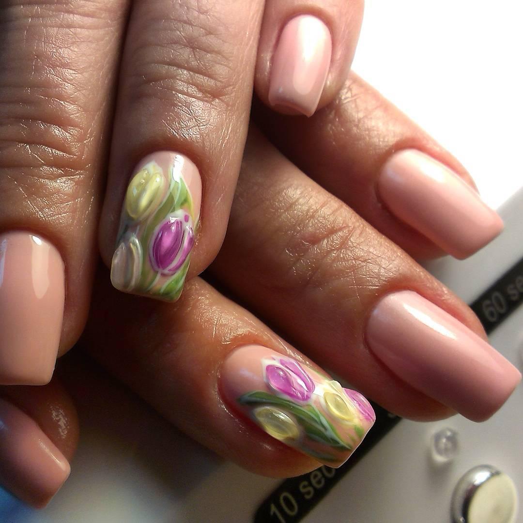 Весенний маникюр с ароматными тюльпанами