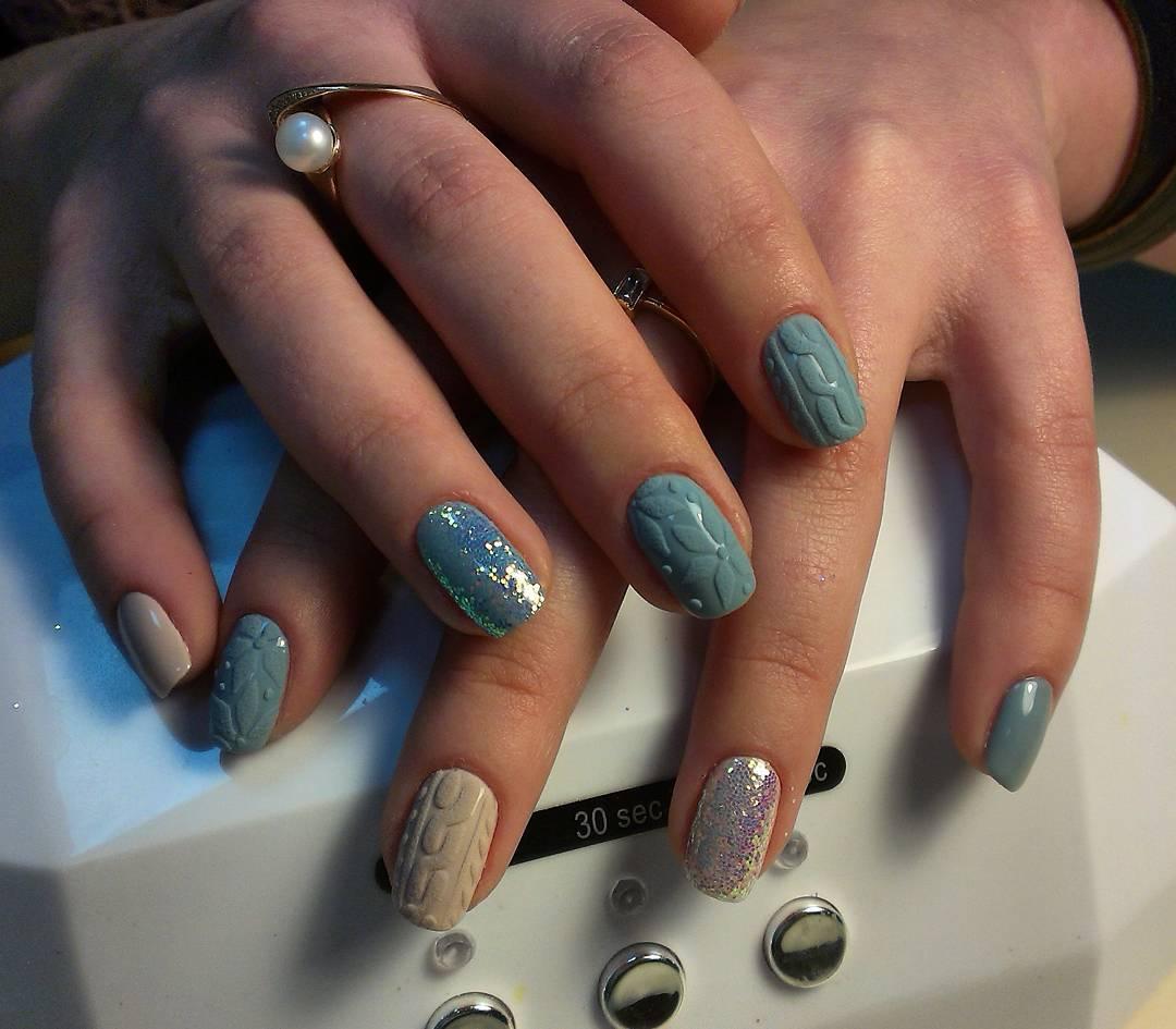 Голубые вязанные ногтики