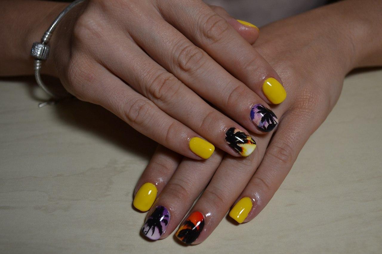 Курортные ногти с пальмами