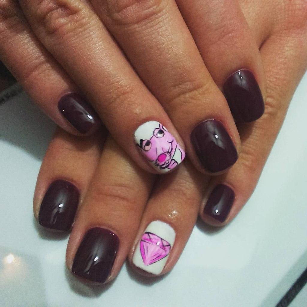 Розовая пантера на ногтях