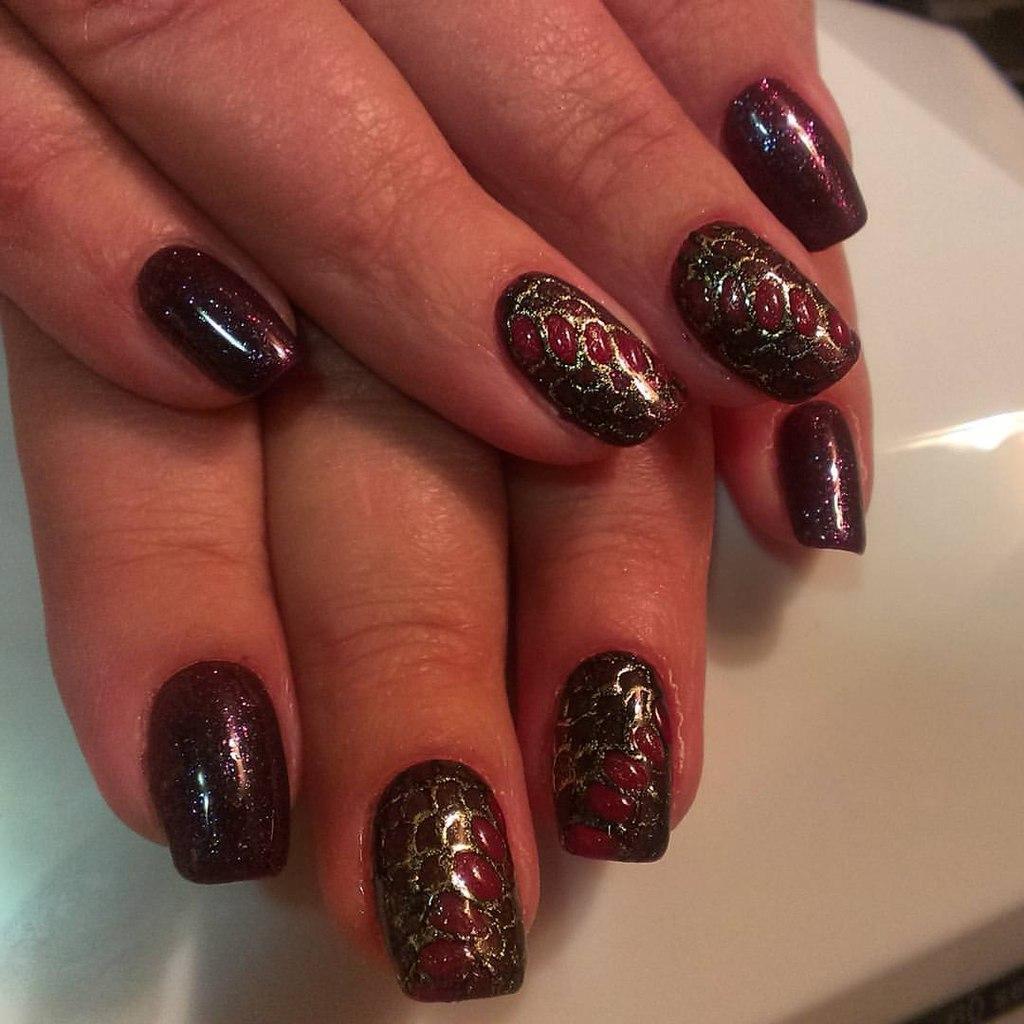 Темно-вишневые ногти с литьем