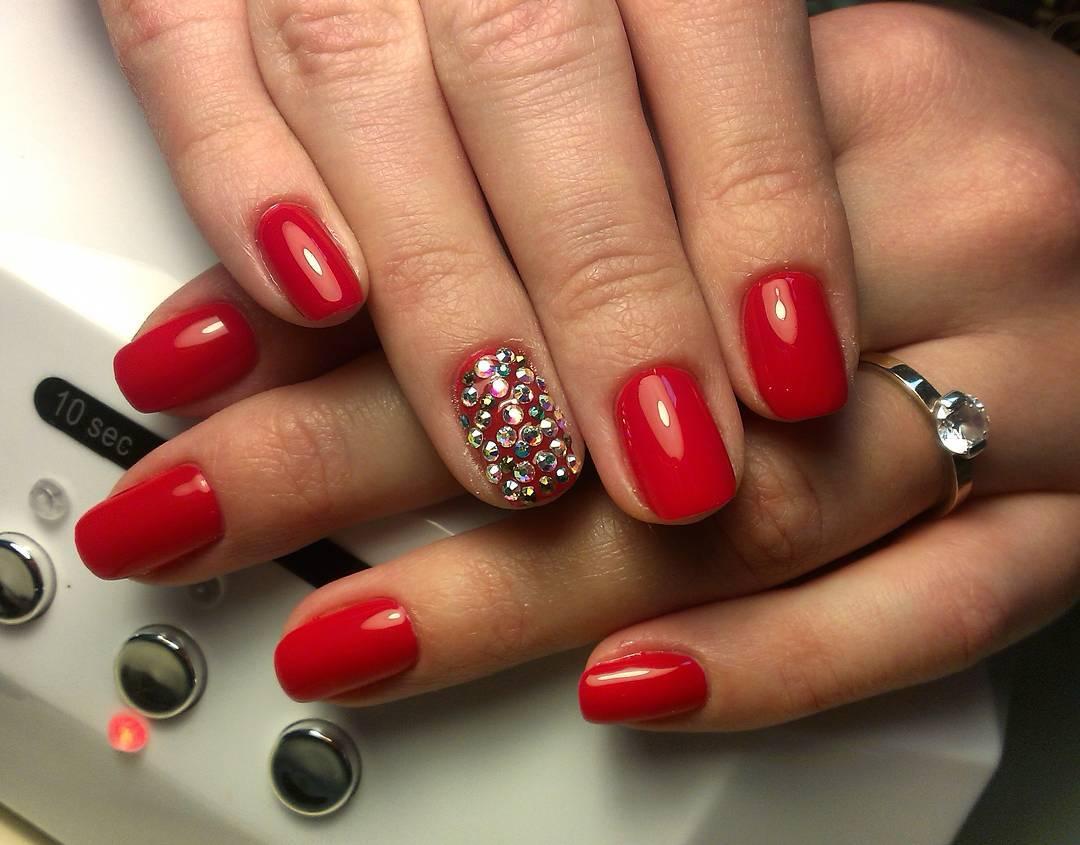 Страстные ногти красного цвета