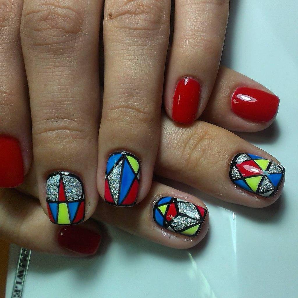 Разноцветная абстракция на ногтях