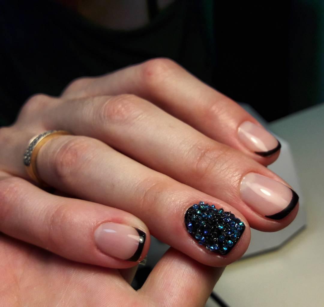 Ногти с шипами чёрного цвета