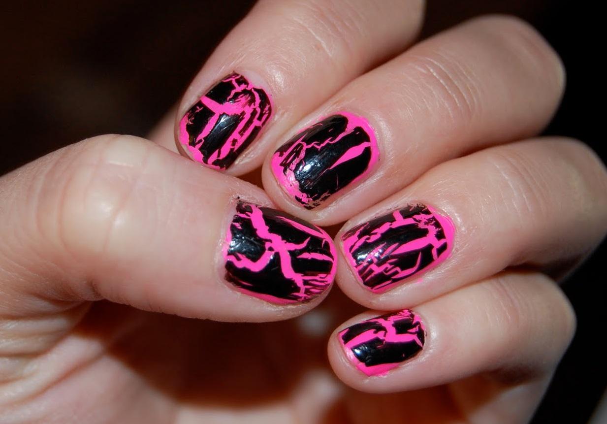 Черный с розовым — идеальный кракле для ногтей