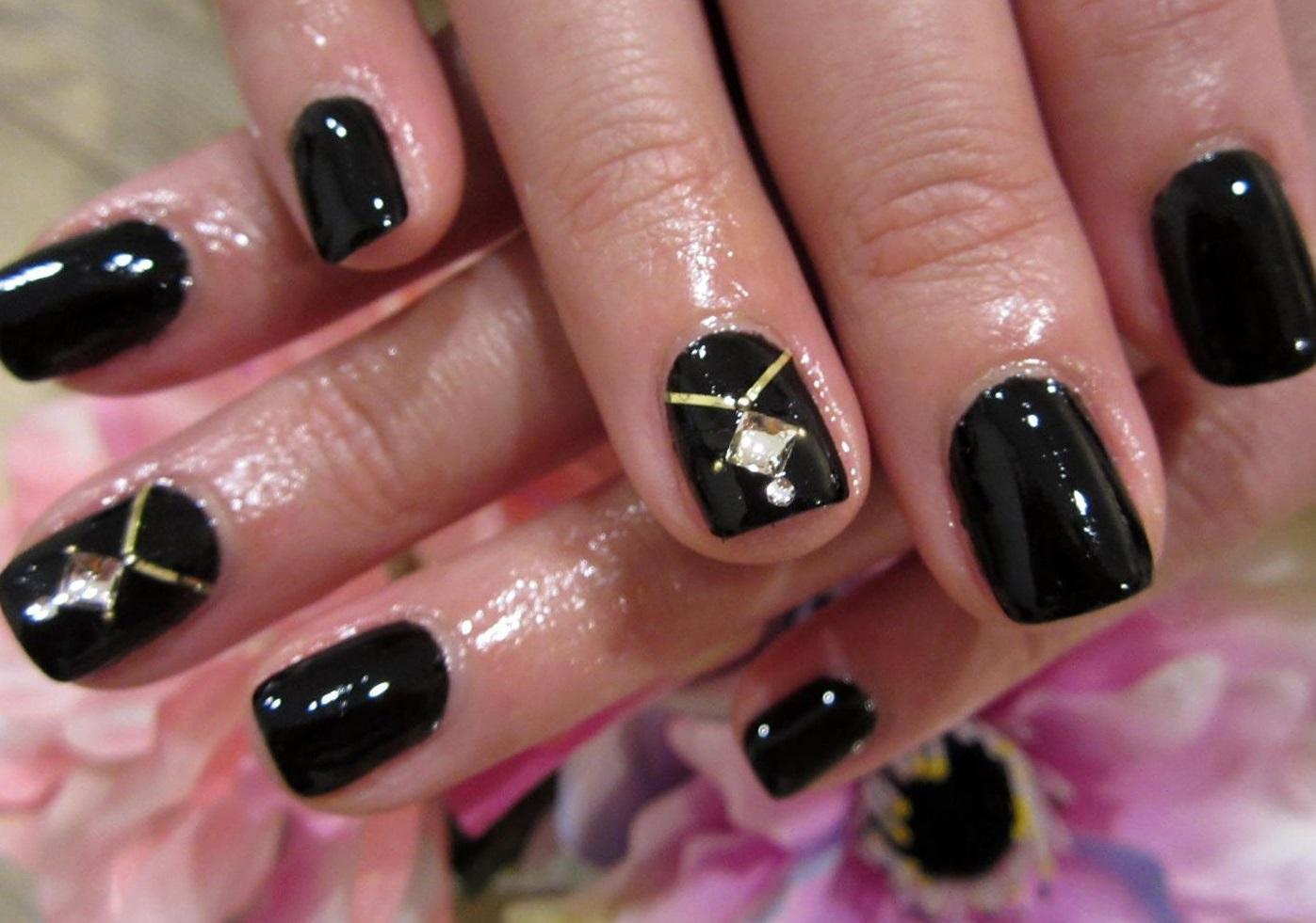 Черный маникюр на очень короткие ногти