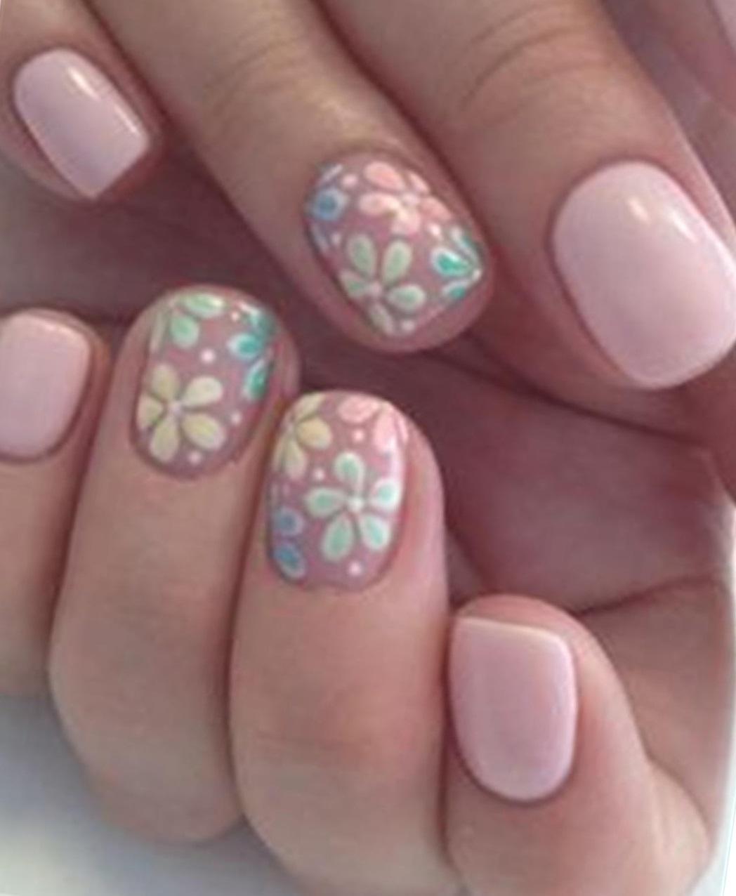 Милые ромашки на розовых ногтях