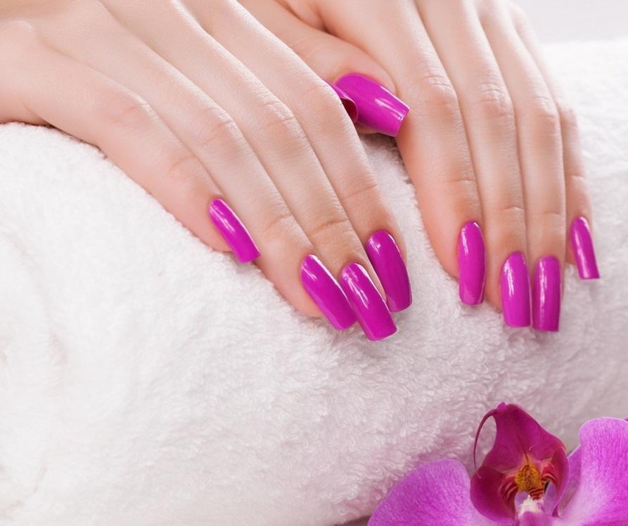 Однотонный фиолетовый маникюр на длинные ногти
