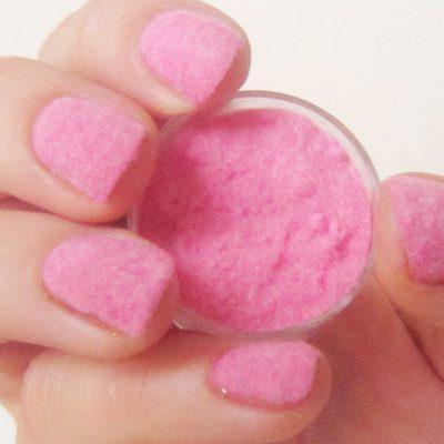 Пушистые ногти в розовом цвете