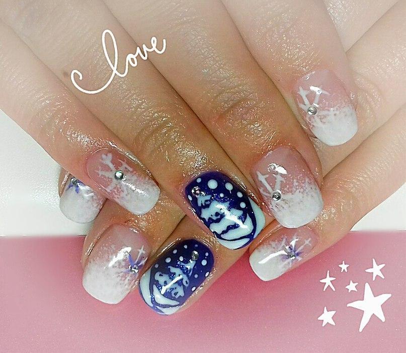 Снежный зимний маникюр для овальных ногтей