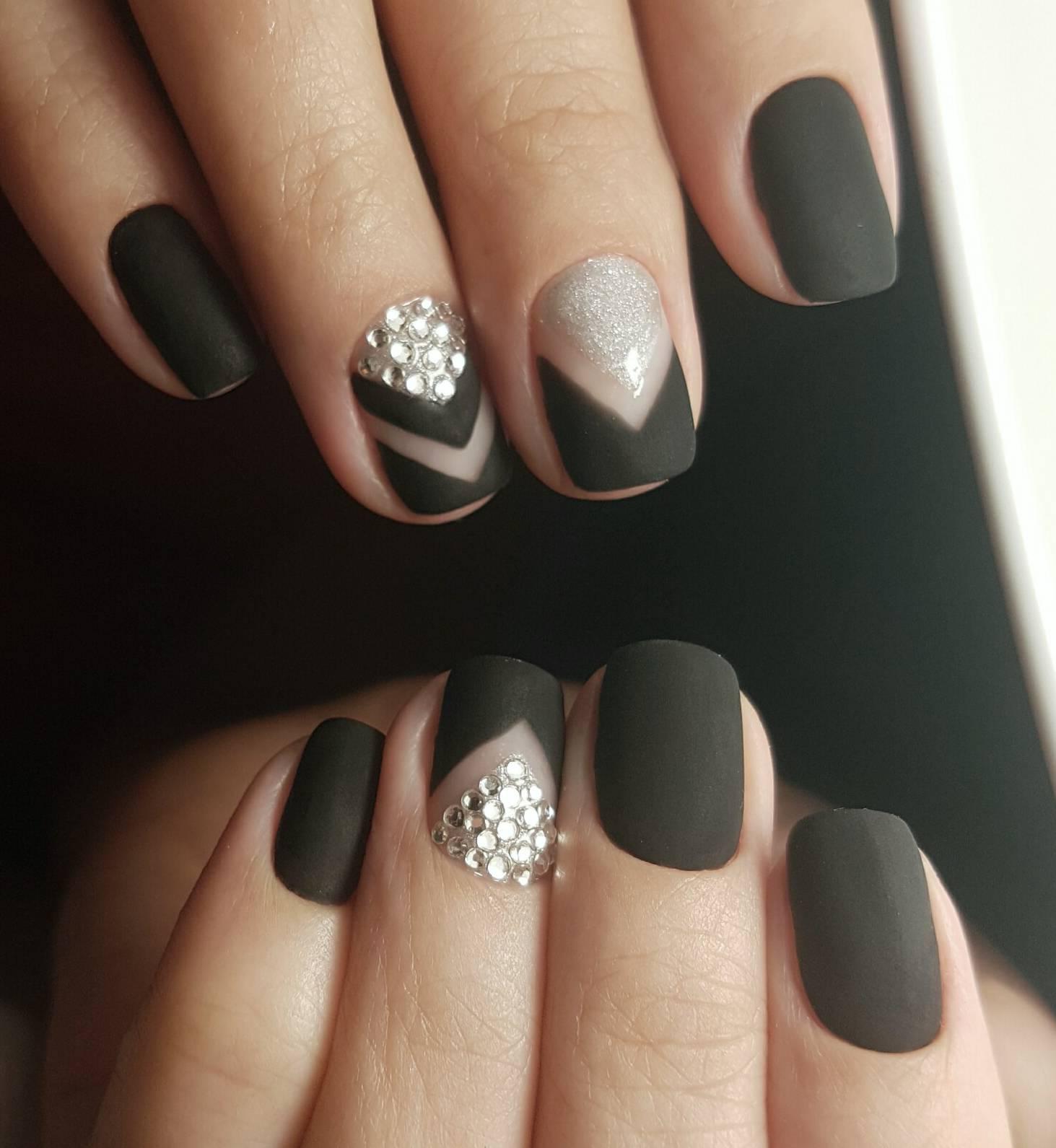 Дизайн матовых чёрных ногтей фото