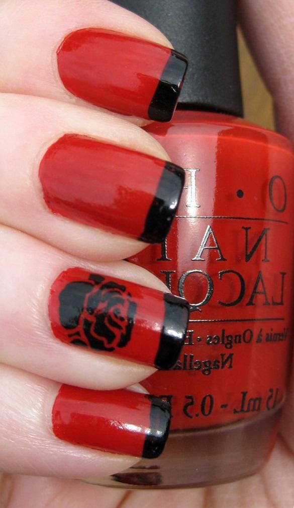 Красный маникюр с черным декором и френчем