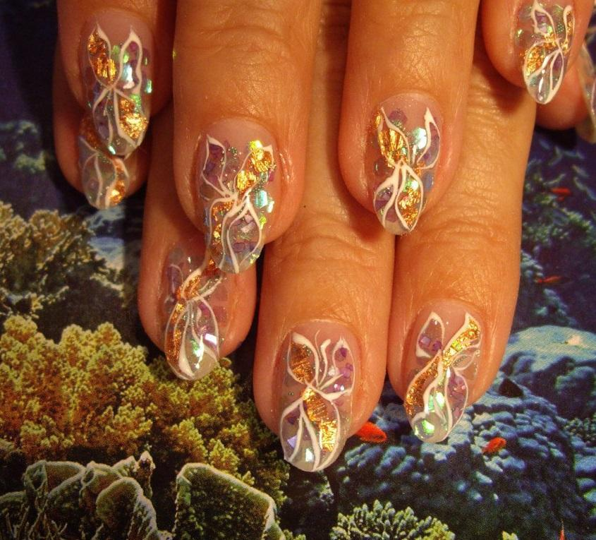 Великолепные цветы в аквариумном nail-дизайне