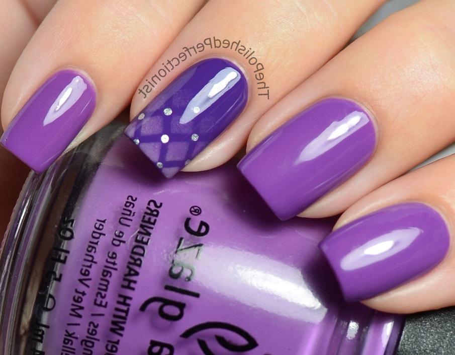 Фиолетовый маникюр с омбре и стеганым узором