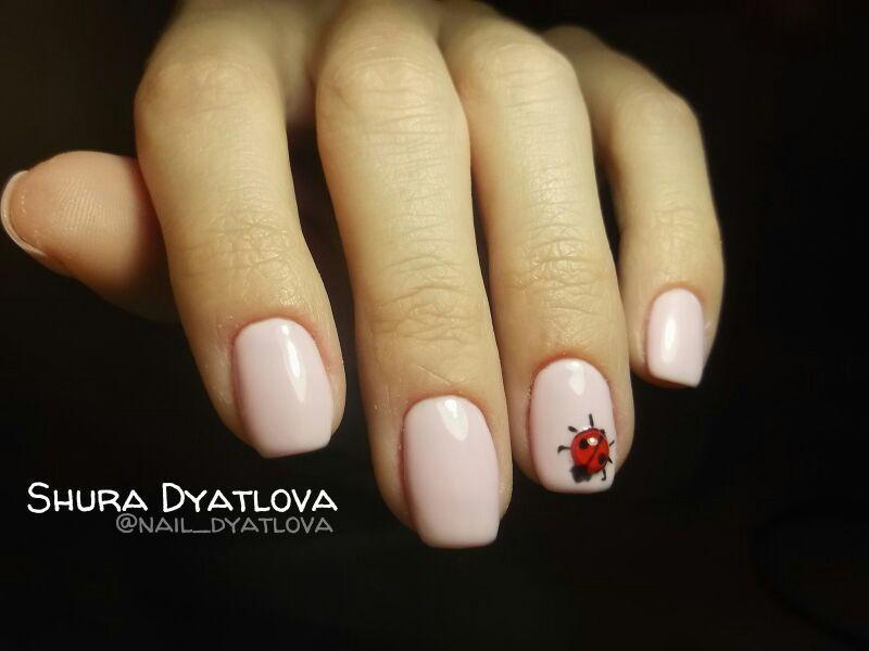 Весенний минимализм в розовом маникюре