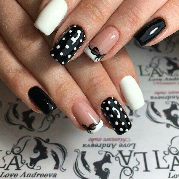 Милые чёрно-белые ногти в горошек