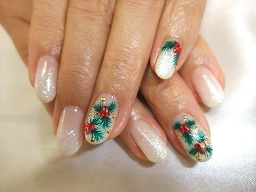 Нежные блестящие ногти на Новый год