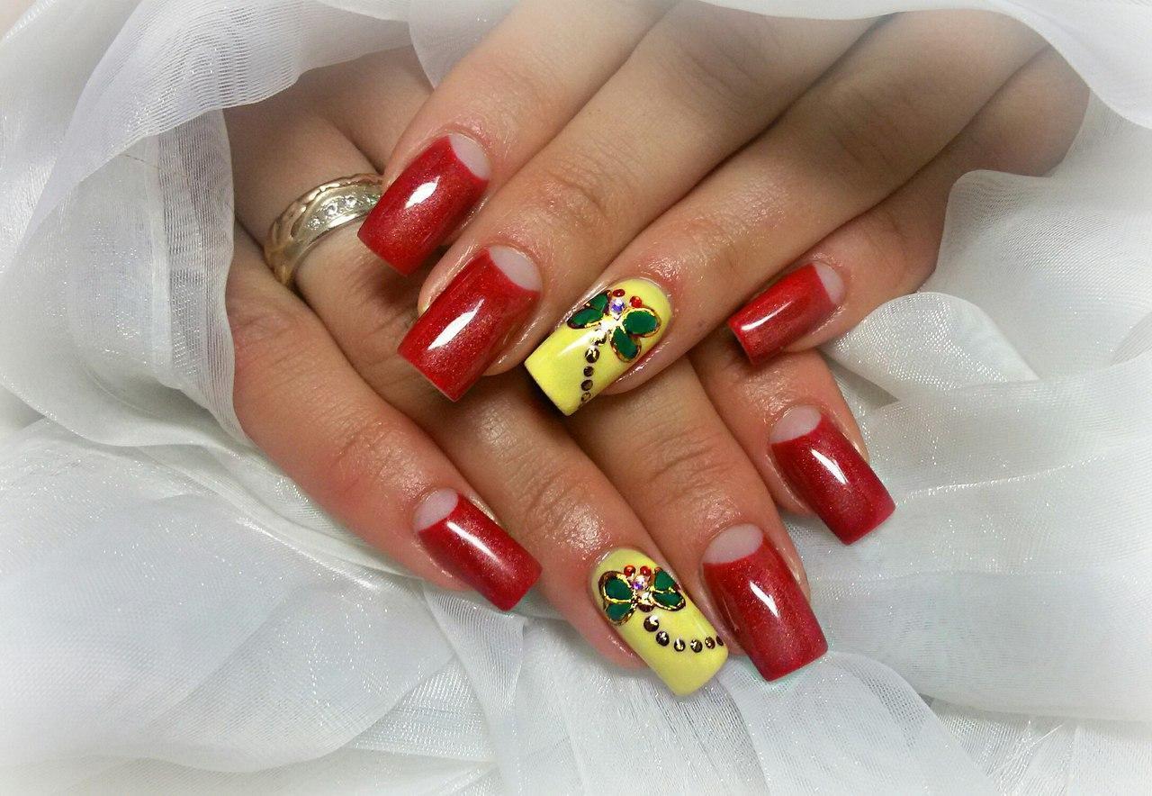 Дизайн ногтей с стрекозой фото из страз